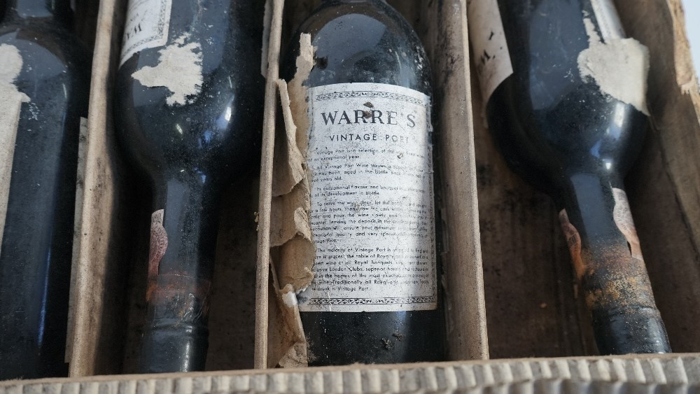 Twelve bottles 1975 Warres Vintage Port, (12). Image