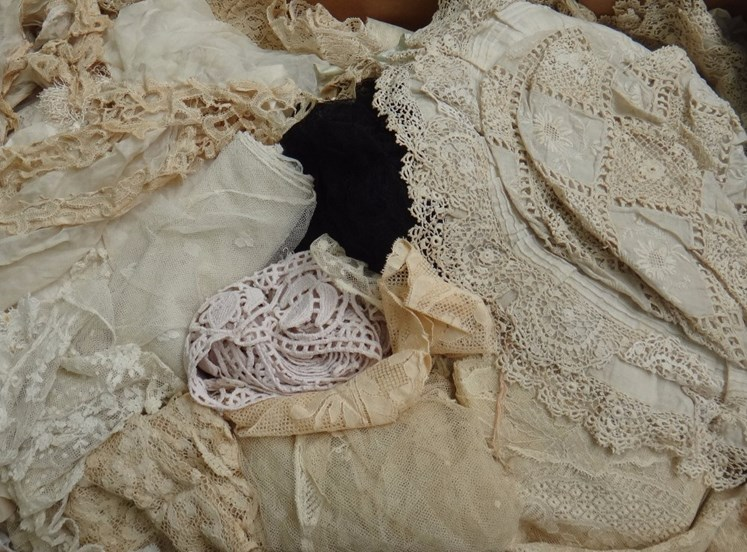 A quantity of mainly 19th century... Image