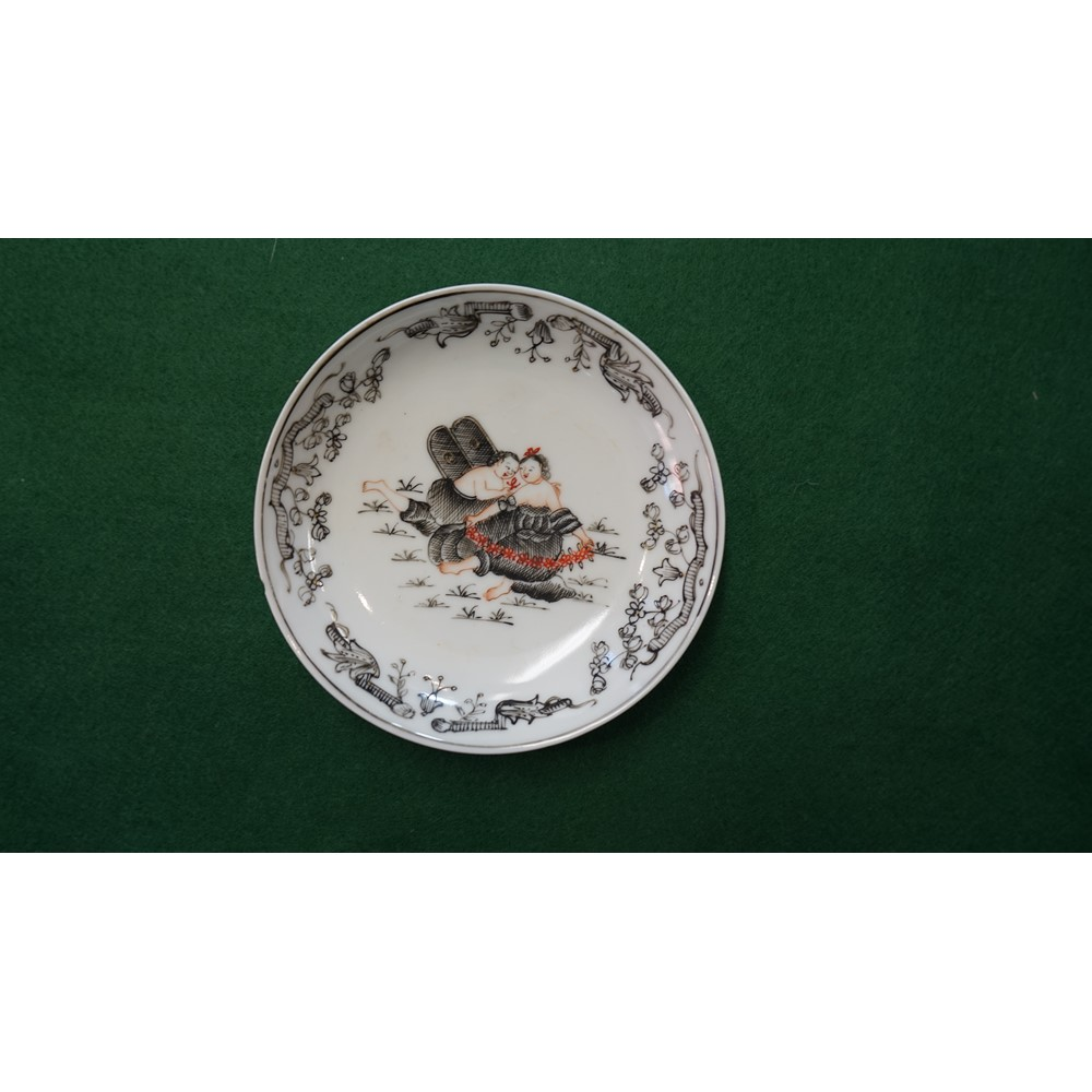 Two Chinese mythological-subject teabowls and three saucers, Qianlong, painted en grisaille and... Image