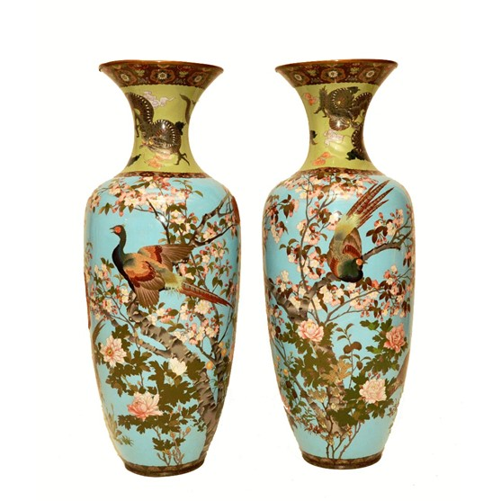 A pair of Japanese cloisonné baluster... Image