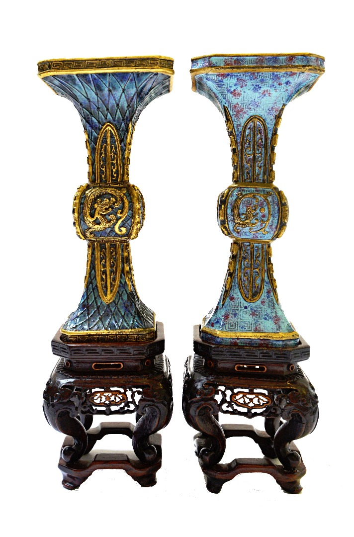 A near pair of Chinese porcelain beaker... Image