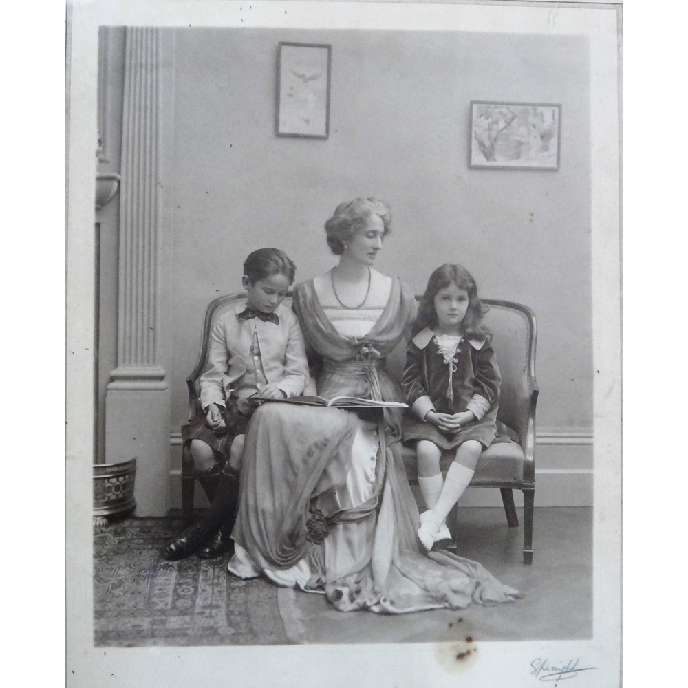 Anna Alma-Tadema (1865-1943), 'Baby's Throne': Louisa Forbes Robertson and her daughter Olivia,... Image