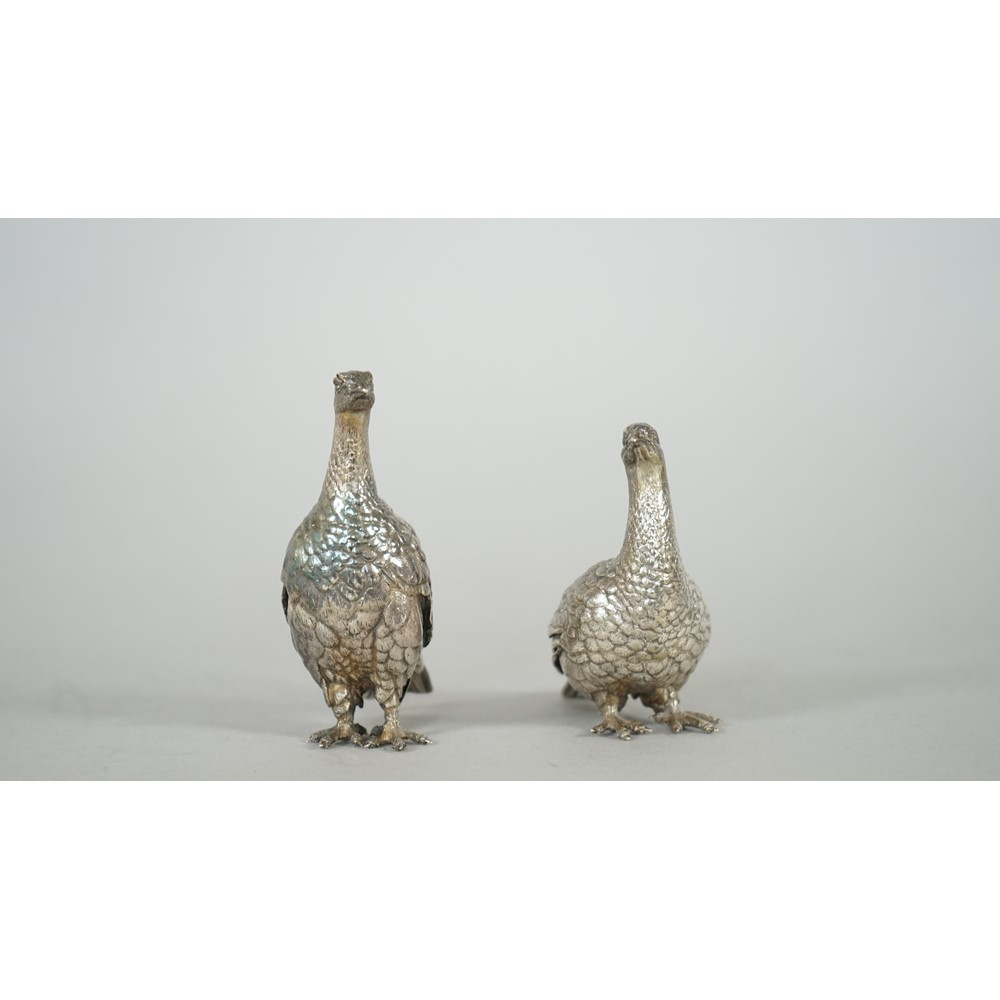 A pair of Patrick Mavros models of grouse, in differing positions, combined gross weight 265 gms. Image