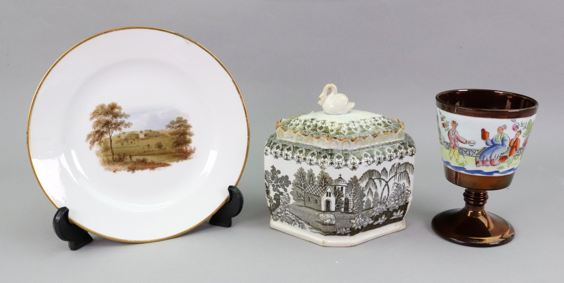 A Chamberlains Worcester plate, painted... Image