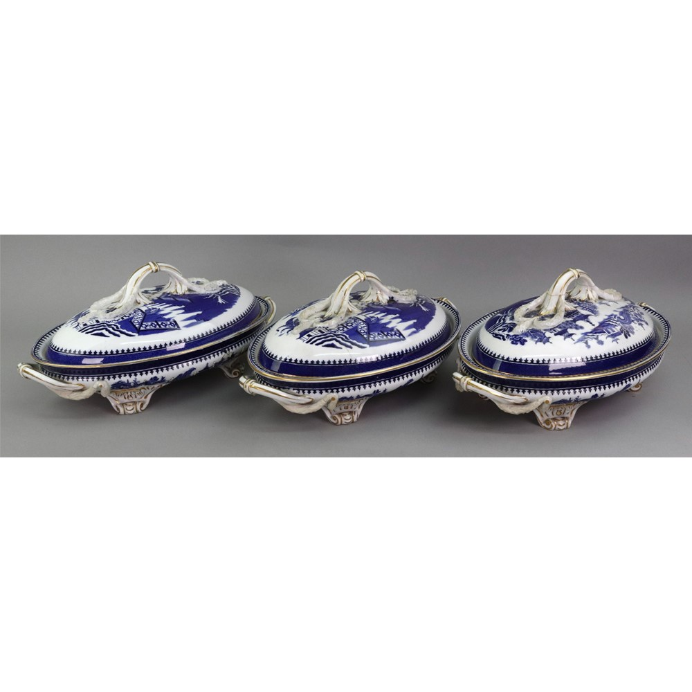 A Royal Worcester blue willow pattern... Image