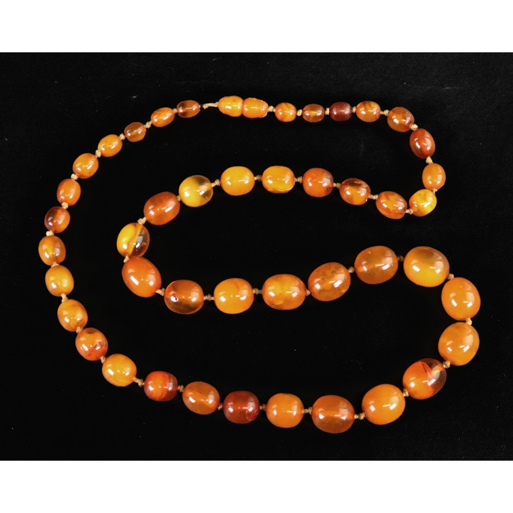 An amber type single row necklace of... Image