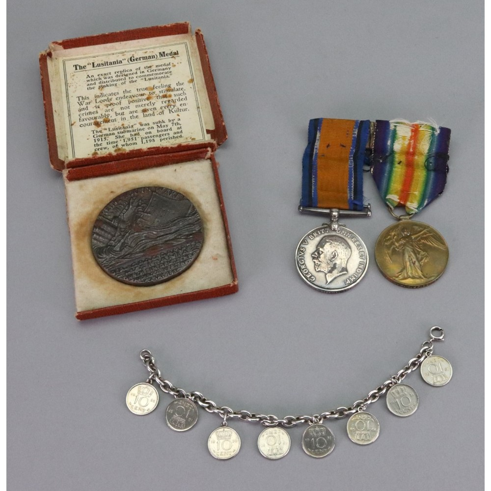 A First World War medal and Victory... Image
