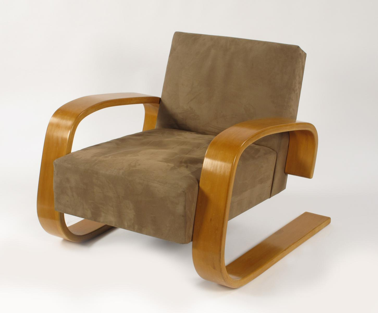 A Tank Lounge Chair 37400 designed by Alvar Aalto Lot 164