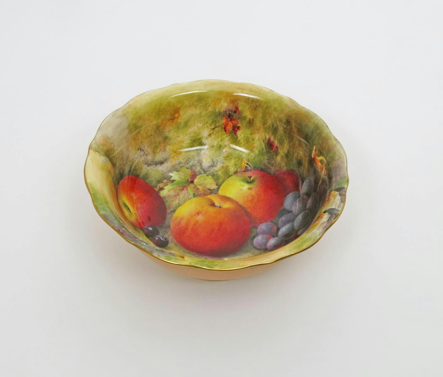 A Royal Worcester fruit bowl date code for 1926 - Lot 126 - Fine ...
